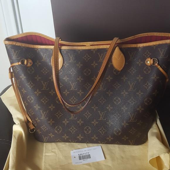 cfbd124090e7 Louis Vuitton Handbags - Louis Vuitton neverfull MM monogram fuchsia
